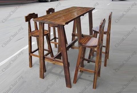 酒吧炭烧木桌椅